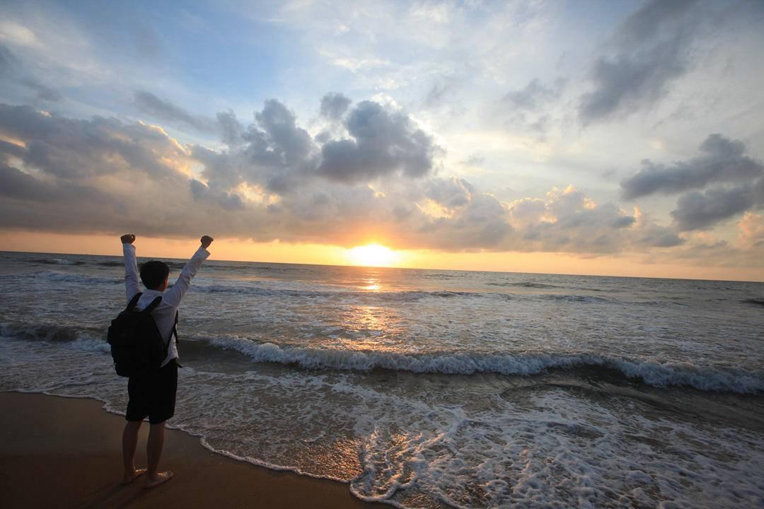 9. 尼甘布印度洋日落,铅笔同学的背影.jpg
