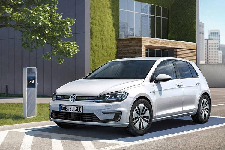 Volkswagen-e-Golf-2017-1600-01.jpg