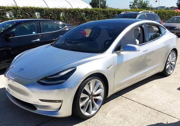 银色版特斯拉Model-3原型车-(1).jpg