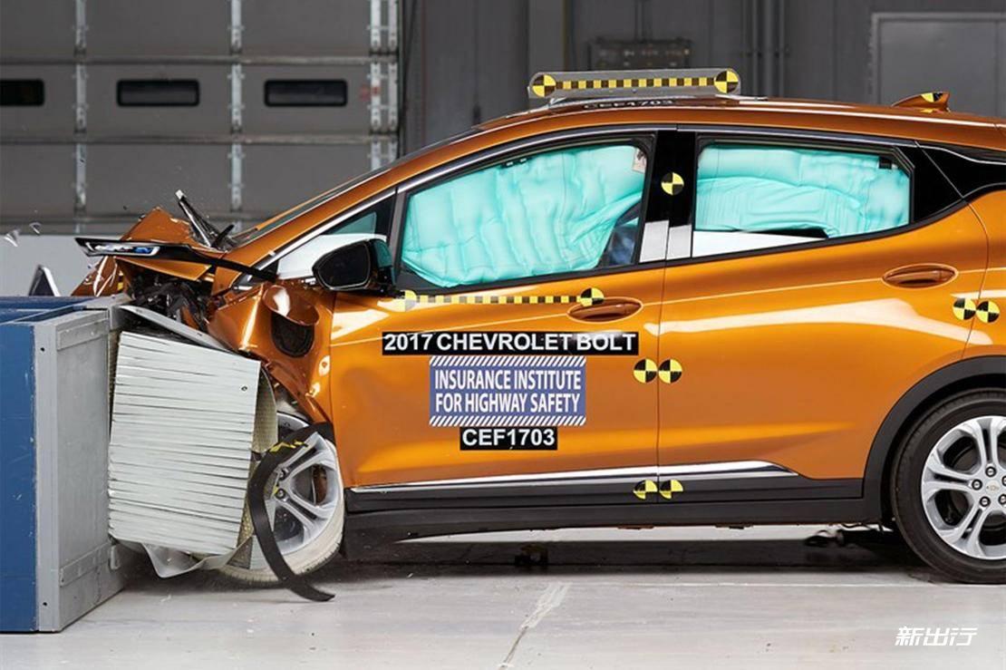 10-雪佛兰Bolt-IIHS-40%碰撞测试.jpg