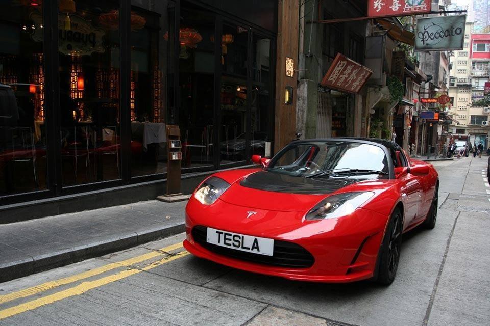 特斯拉 Roadster纯电动跑车.jpg