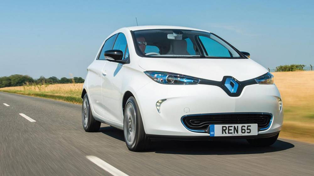去年,雷诺 zoe 超越日产聆风,成为欧洲纯电动车销量王,在柏林街头经常