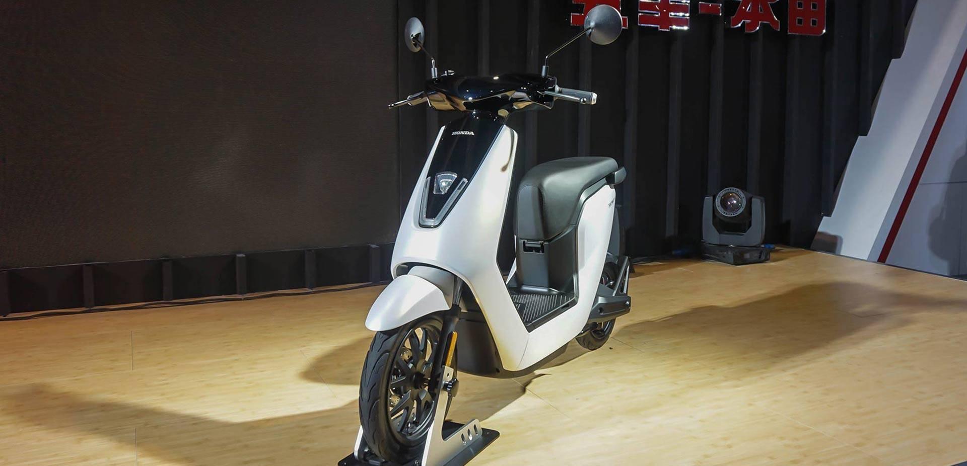 2018 上海国际摩展 本田发布新款电动车图片