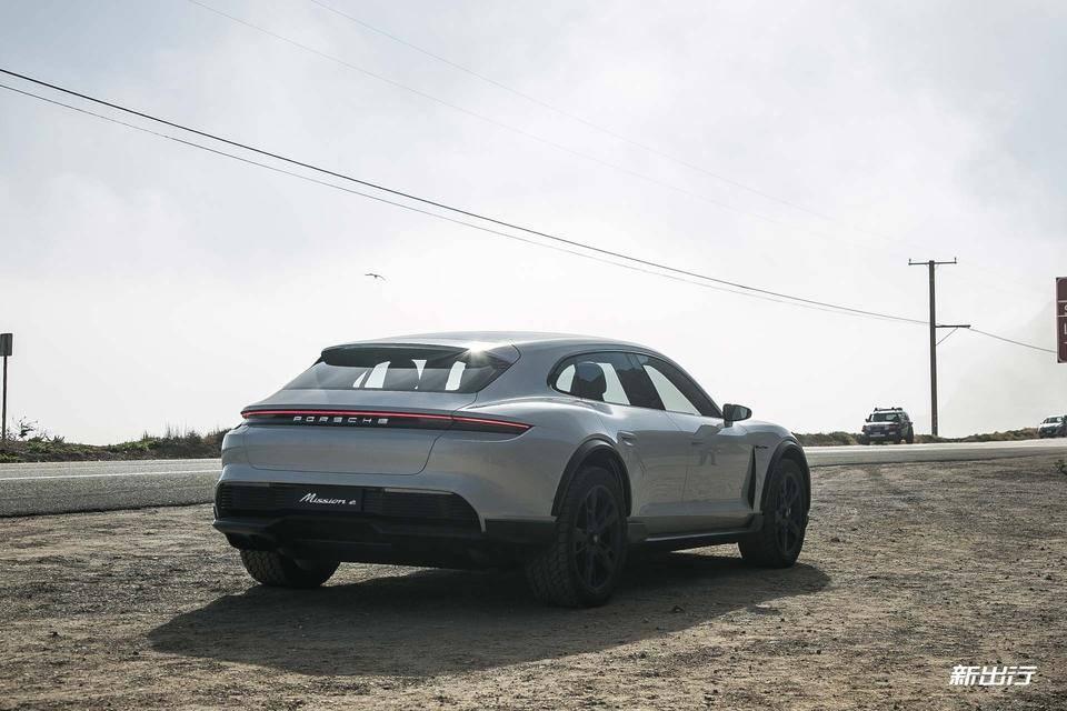 10-Porsche-Mission-E-Cross-Turismo.jpg