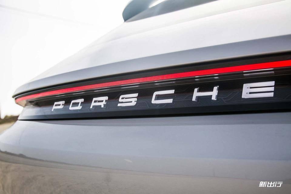 13-Porsche-Mission-E-Cross-Turismo.jpg