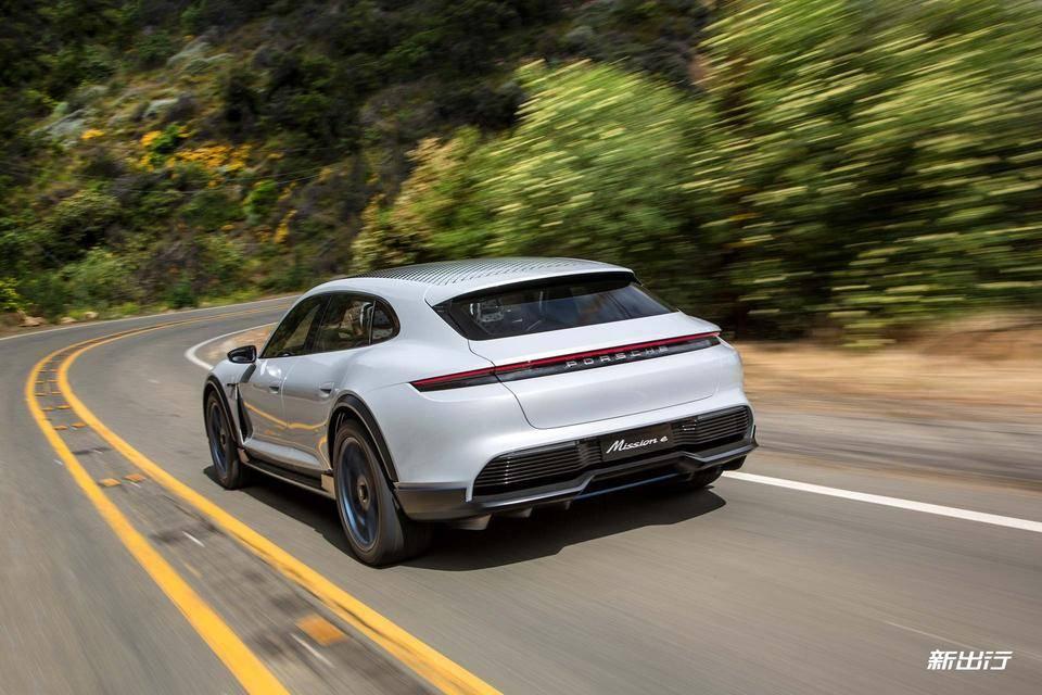 31-Porsche-Mission-E-Cross-Turismo.jpg