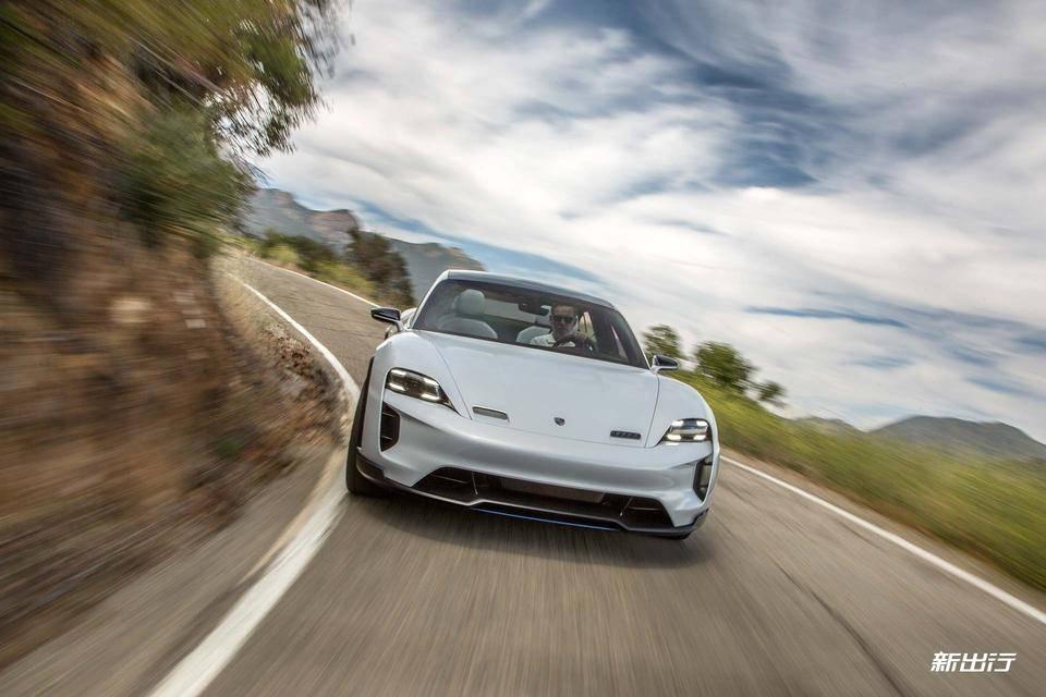 30-Porsche-Mission-E-Cross-Turismo.jpg