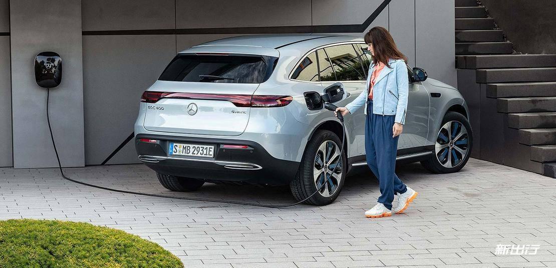 Mercedes-Benz_EQC_Into_926px.jpg