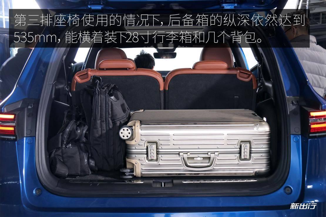后备箱放行李箱.jpg