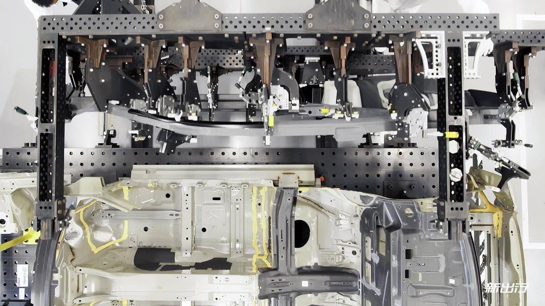 RS387_009_碳纤维车身结构制造.jpg