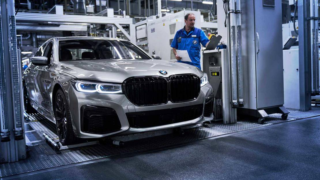 2020-bmw-7-series-facelift-production-at-dingolfing-factory (4).jpg