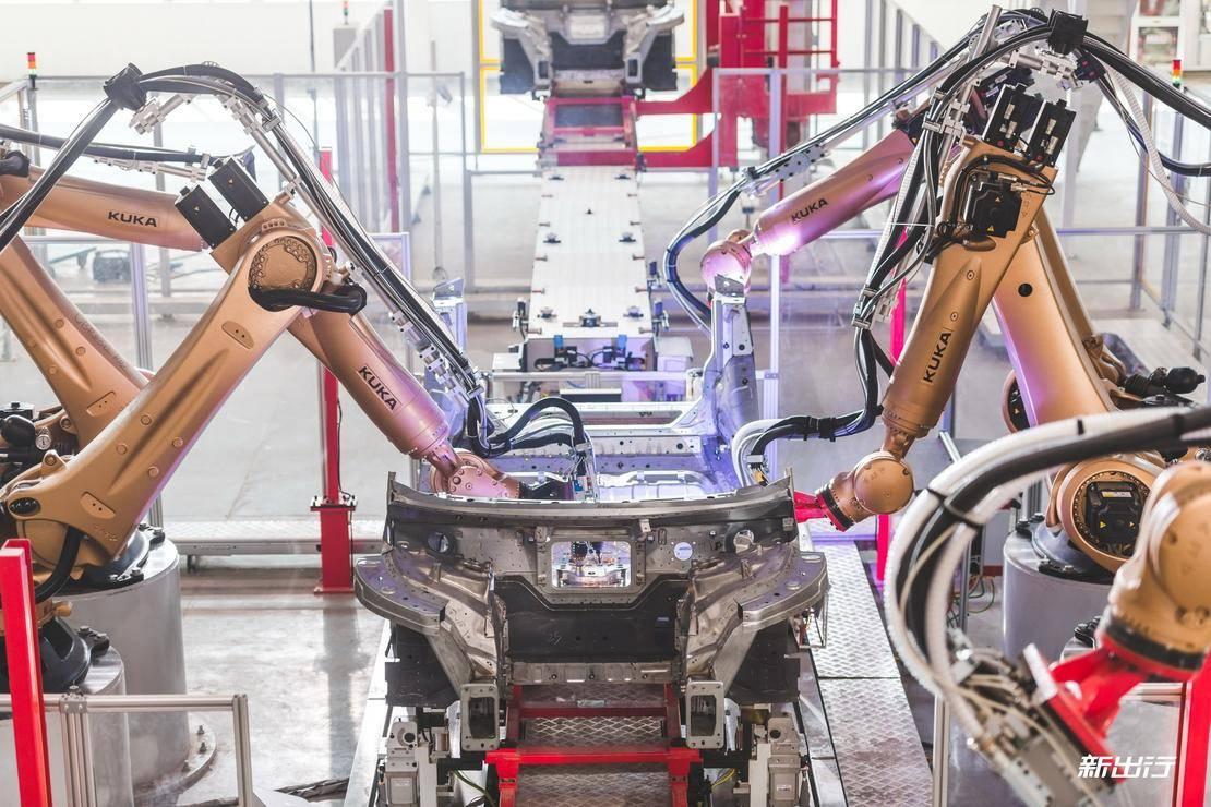 5-焊装车间 底板螺柱焊设备调试.jpg