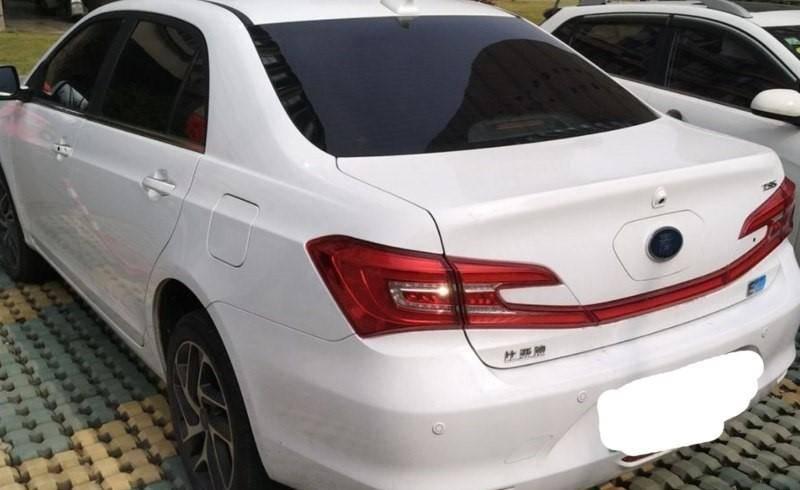 2018款 秦EV300 智联时尚型