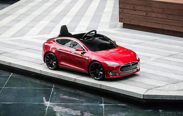 孩子新玩具 特斯拉 Model S 童车了解一下